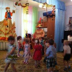 Осенний праздник младшая группа