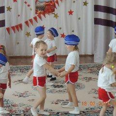 """День защитников Отечества группа """"Непоседы"""""""
