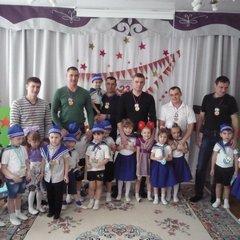 """Спортивное развлечение к 23 февраля группа """"Дружная семейка"""""""