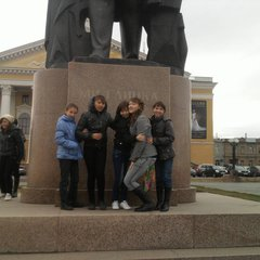 Возле памятника