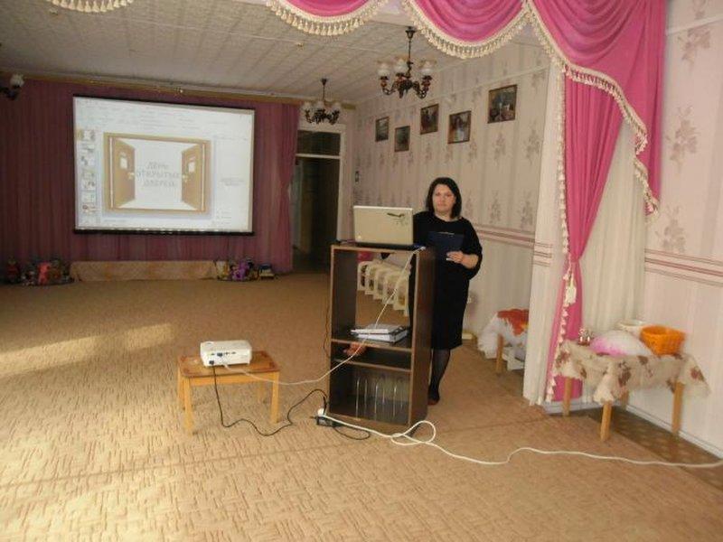 Выступление заведующего детским садом Стешковой В.В.  с информационной справкой об образовательной организации.