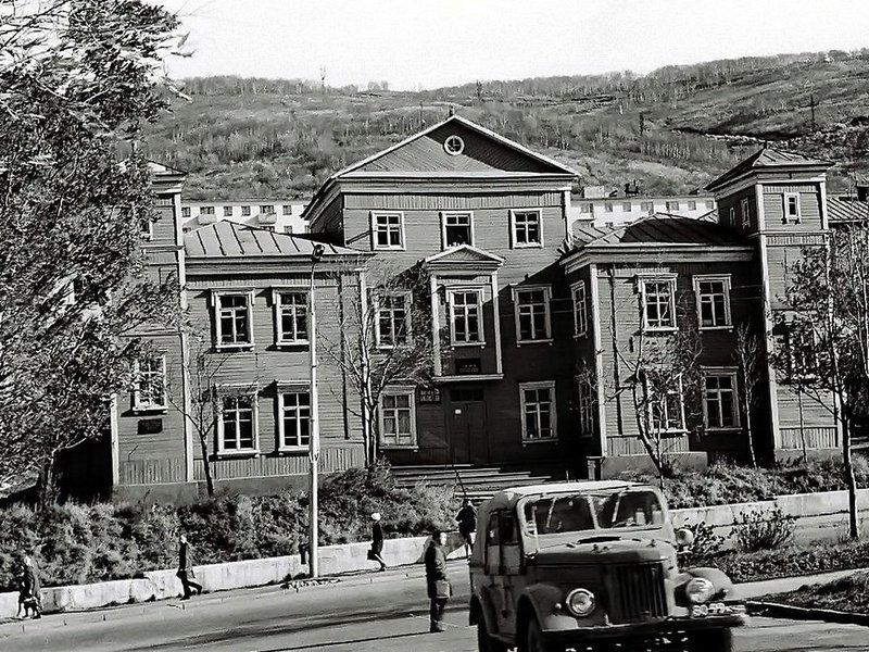 «Дом пионеров», рассчитанный на 300 человек, по улице Ленинская, д. 12